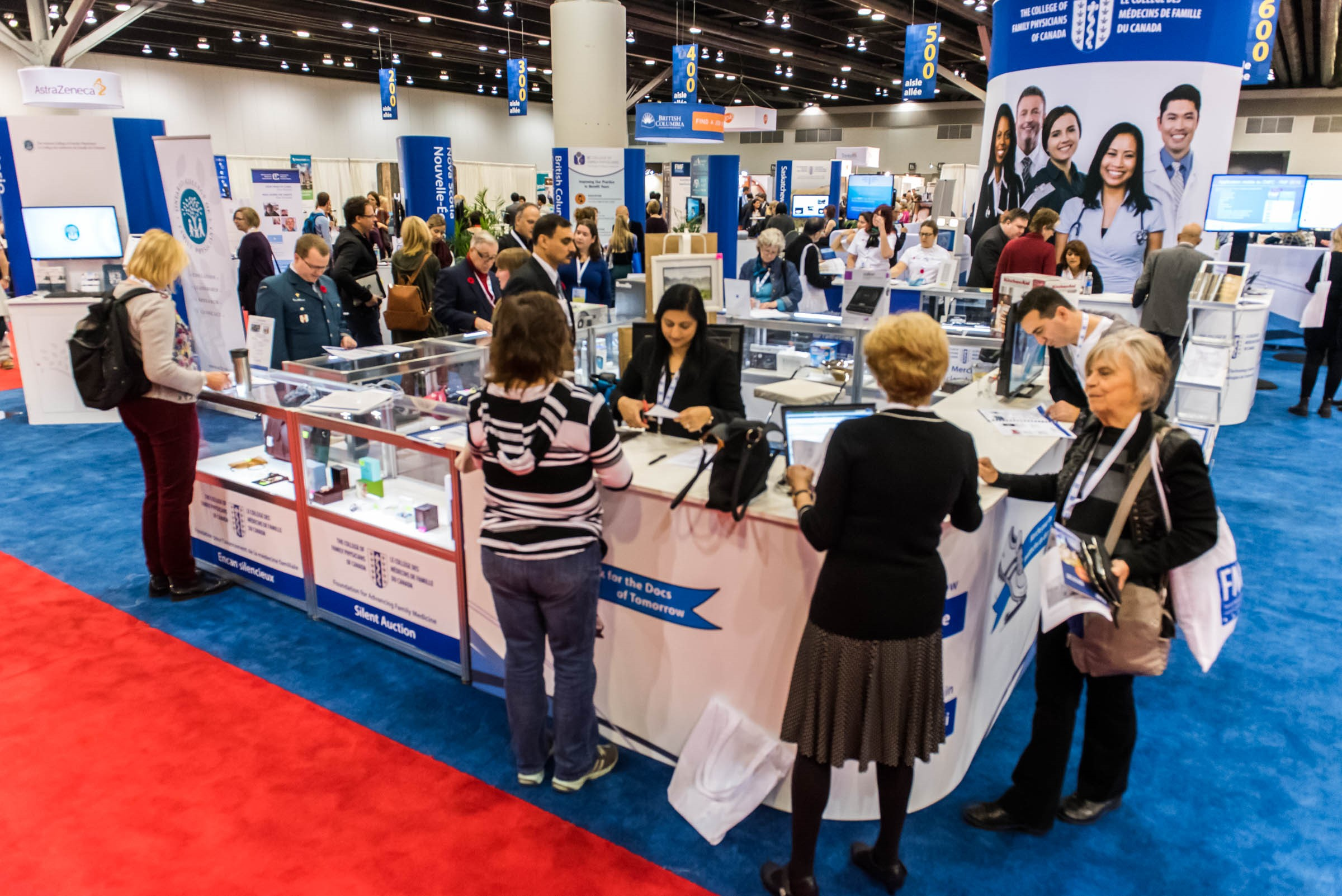 Image of attendees of a previous Family Medicine Forum in the Exhibit Hall